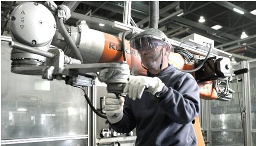 Ứng dụng Robot cho ngành công nghiệp sản xuất Ô tô