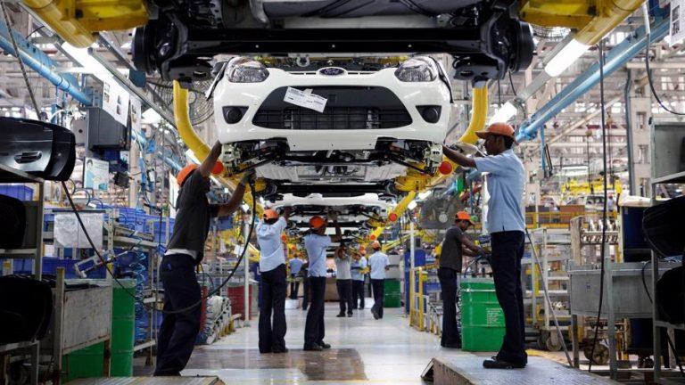 Trụ cột suy yếu, công nghiệp ô tô Việt Nam phát triển giật lùi