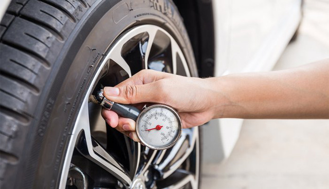 Cất xe thời giãn cách: Đổ đầy xăng hay không, kéo phanh tay hay chặn bánh và những câu...